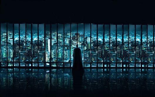 Обои Бэтмен смотрит из окна на вечернюю америку