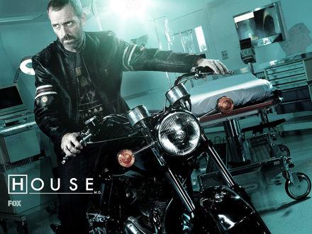 Обои Доктор Хаус House на мотоцикле, байк