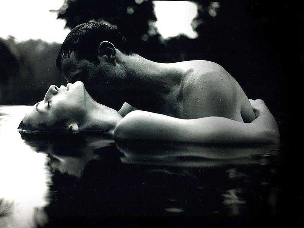 влюбленные пары целуются эро картинки