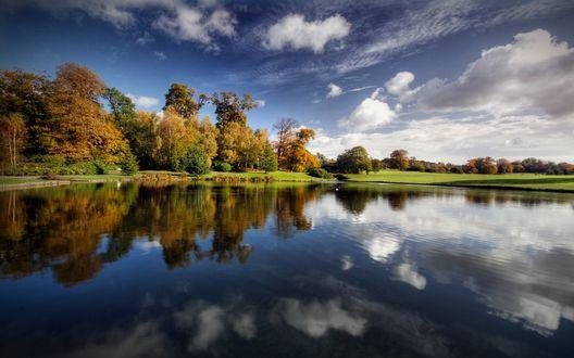 Обои Озеро, деревья, небо...