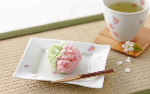 Обои Чаепитие, в белом блюдечке вагаси-японский десерт, в чашке - зеленый чай
