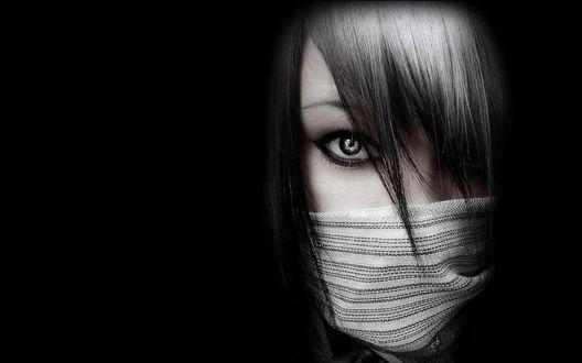 Обои Черноволосая девушка с черными глазами и закрытым лицом