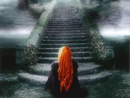 Обои Рыжеволосая девушка смотрит на уходящую в небо каменную лестницу