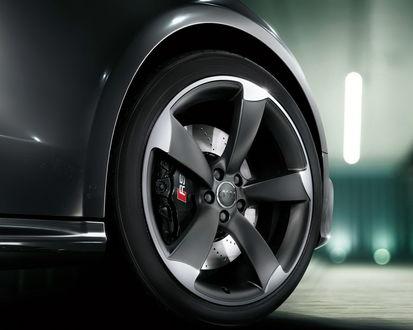 Обои Колесо черного Audi RS / Ауди РС