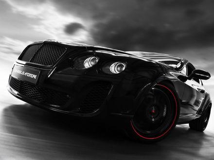 Обои Черный автомобиль Bentley Continental Ultrarsports 702 / Бентли Континентал Ультрарспорт 702 на фоне облаков