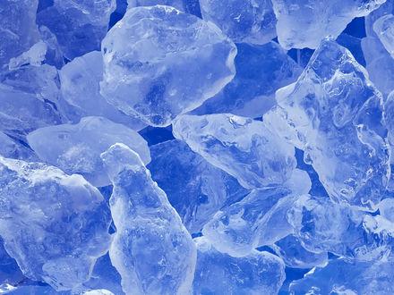 Обои Много кусочков льда