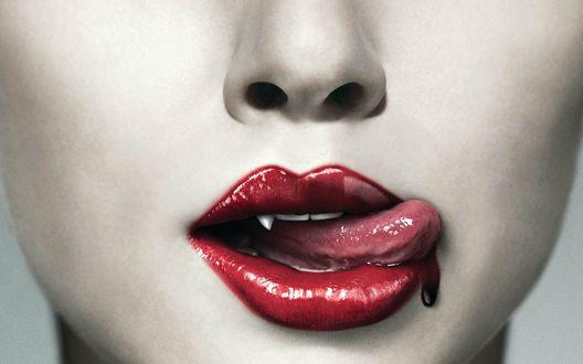 Обои Красивые губки вампирши, струйка крови