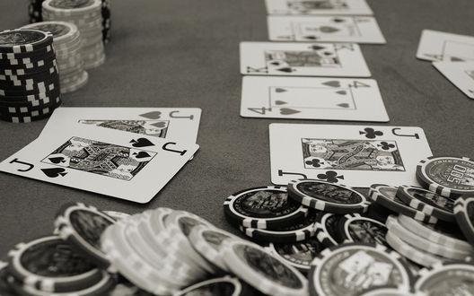 Обои Столик в казино, карты, фишки, покер