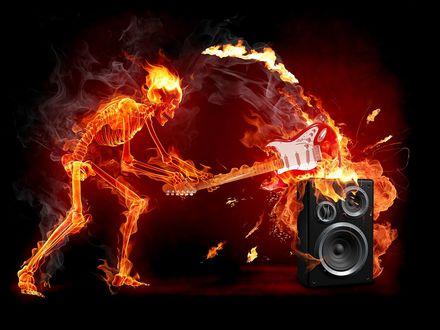 Обои Горящий скерет ломает электро-гитару об колонку