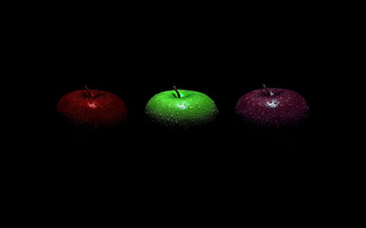 Обои Три яблока разных цветов