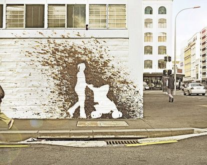 Обои Отпечаток на стене девушка с коляской