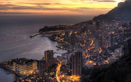 Обои Город ночью на побережье