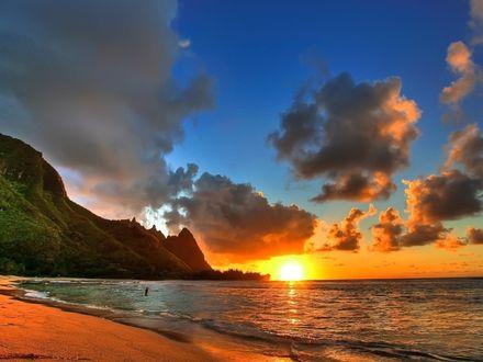 Обои Закат над пляжем на острове Кауаи, Гавайи