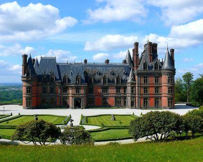 Обои Замок Треварез / Chateau de Trevarez, Франция, рядом аккуратно подстриженные газоны