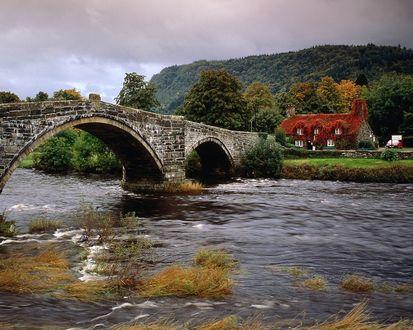 Обои Дом у моста осенью