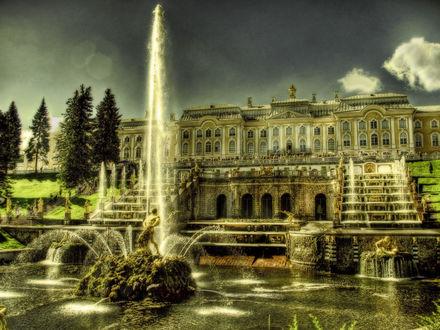 Обои Фонтан Самсон на фоне Большой дворца в городе Петергоф