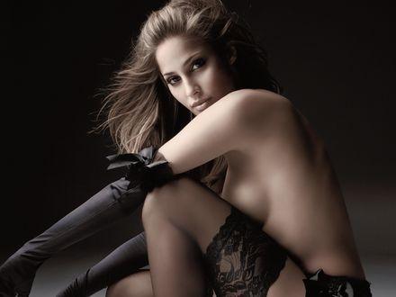 эротика девушка в длинных черных перчатках
