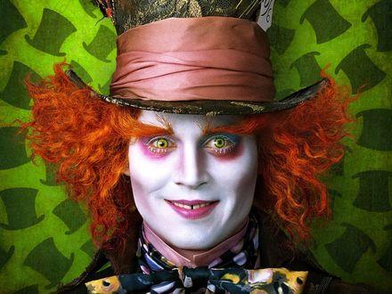 Обои Безумный Шляпник из фильма «Алиса в Стране Чудес»