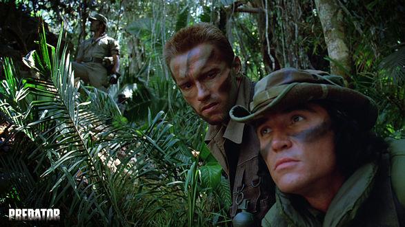 Обои Билли (Sonny Landham) и Датч (Арнольд Шварцнегер)  из фильма «Хищник» (Predator)
