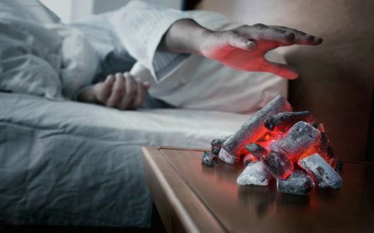 Обои Будильник-словно зажжённый огнём сможет вернуться в день, сквозь сон снимая ночи тень...