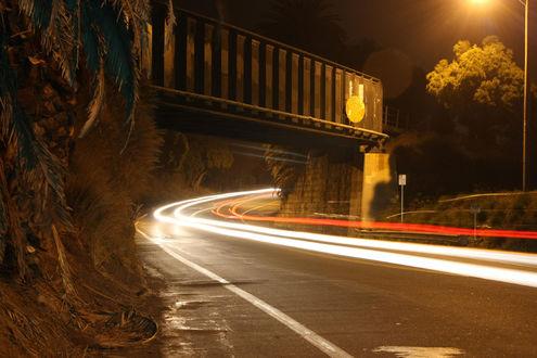 Обои Скорость...  Скоростной снимок участка дороги