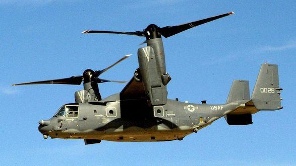 Обои Военный вертолёт в полёте