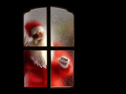 Обои Дед мороз за дверью