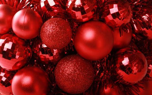 Обои Красные новогодние украшения