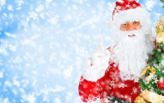 Обои Дедушка Мороз с подарками рядом с ёлочкой