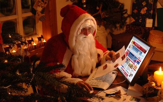 Обои Санта заказывает подарки по Инету