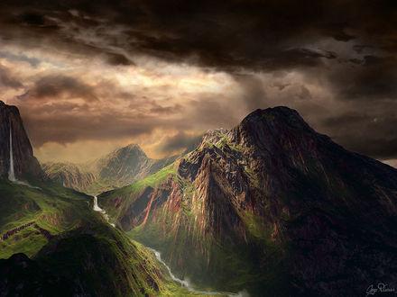 Обои Зеленые высокие горы под хмурым небом