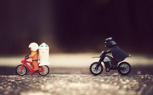 Обои человечки из конструктора ЛЕГО, Дарт Вейдер гонится на мотоцикле