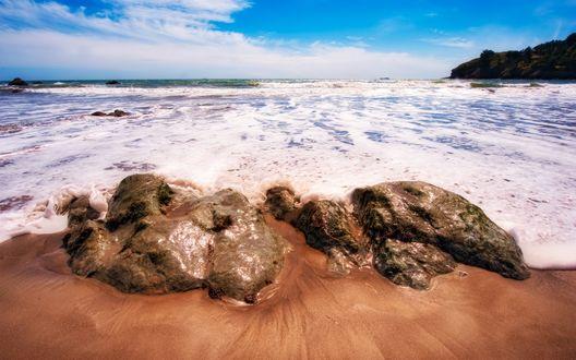 Обои Камни на берегу моря