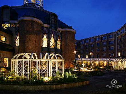 Обои Вид на вечерний отель (Royal OAK hotel spa&gardens)