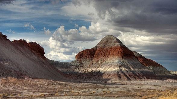 Обои Красивая гора под голубым небом