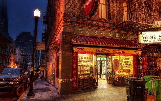 Обои Вход в ночной магазин Eastern Bakery 720