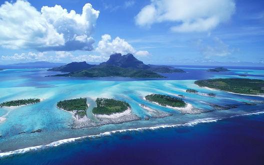 Обои Красивые острова в синем море