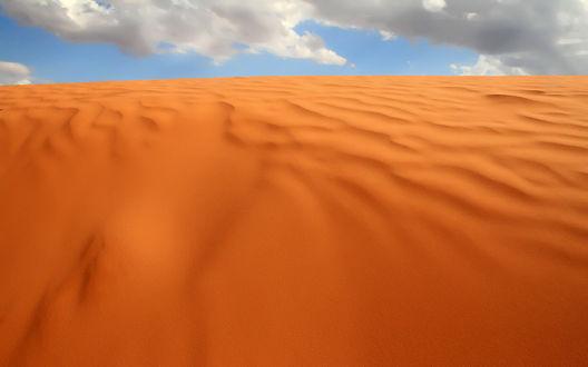 Обои Ровные слои песка в пустыне