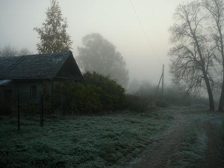 Обои Заброшенный дом в тумане