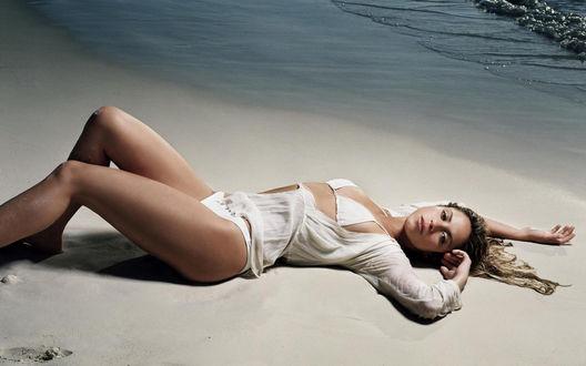 Обои Шакира на пляже