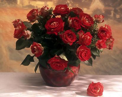 Обои Розы в вазе