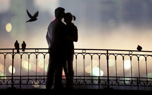 Обои Белые ночи. Влюблённая пара на мосту.