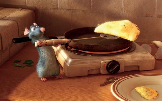 Обои Рататуй готовит вкусные блинчике на электроплитке