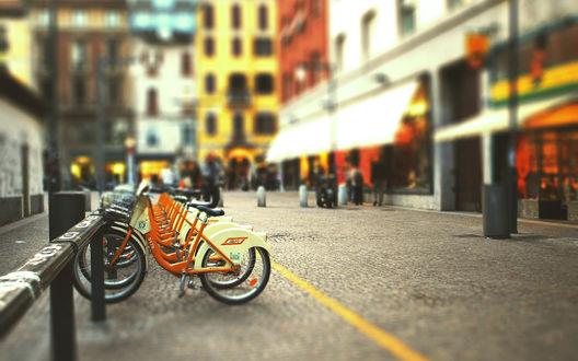 Обои Стоянка велосипедов на улице европейского города