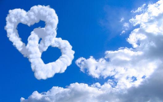 Обои Соединенные сердца в облаках