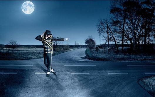 Обои Майкл Джексон танцует ночью в полнолуние на перекрёстке