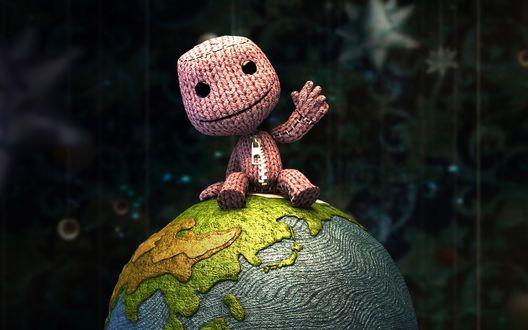 Обои Вязанный человечек сидит на глобусе (из игры Little Big Planet)