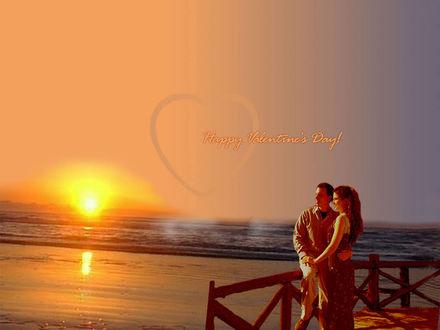 Обои К «Дню Святого Валентина» (Happy Valentine's Day...) Влюблённая пара любуется закатом над морем...