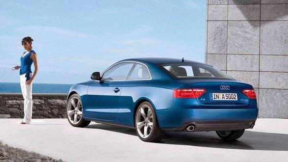 Обои Девушка и ее новенькая Audi A5 под цвет кофточки