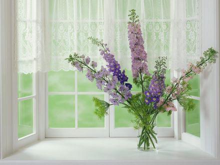 Обои Букет лесных цветов в вазе на подоконнике